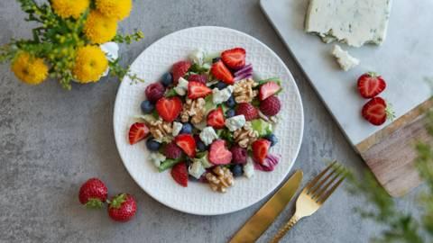 Fruchtig-frischer Erdbeersalat mit Gorgonzola