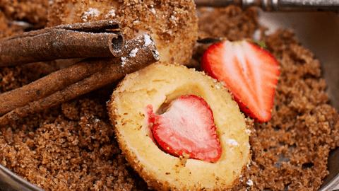 Topfen-Erdbeerknödel mit Butterbröseln