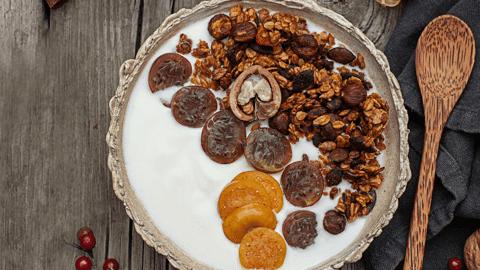 Kürbis-Knuspermüsli-Joghurt-Bowl