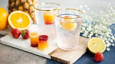Fruchtige Regenbogen-Eiswürfel