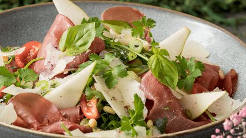 Birnen-Rucola-Salat mit Bresaola