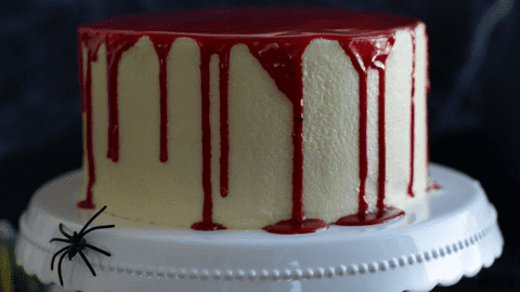 Blutrote Halloween-Torte