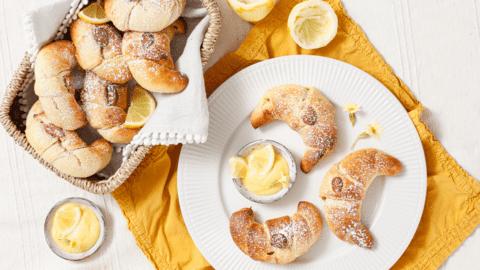 Buttermilch-Kipferl mit Zitronencreme