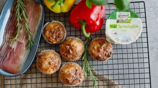 Pikante Speckmuffins mit Käse