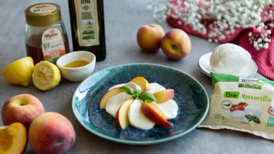 Pfirsich-Mozzarella-Salat