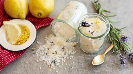 Zitronensalz mit Lavendelblüten selber machen