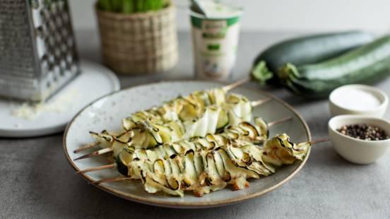 Zucchini-Spieße mit Käse