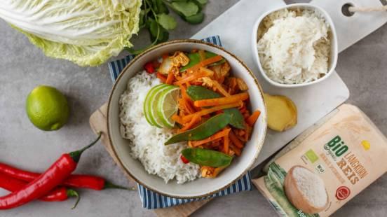 Gebratener Chinakohl auf Reisbett
