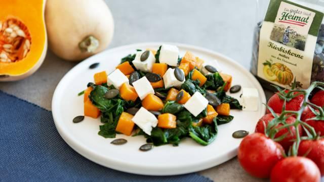 Warmer Spinatsalat mit Kürbis und Feta