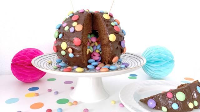 Konfetti-Pinata-Torte