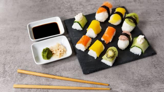Sushi-Würfel aus der Eiswürfelform