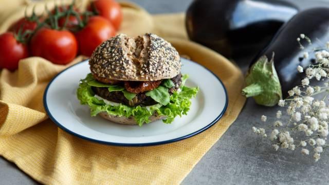Vegane Burger mit Melanzani-Laibchen