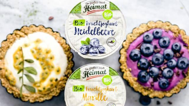 Granola-Tartelettes mit Joghurt und Früchten