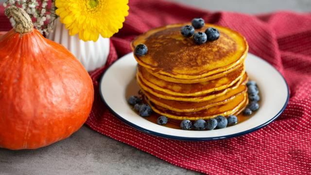 Kürbis-Pancakes mit Ahornsirup