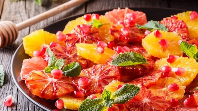 Zitrusfrüchtesalat mit Granatapfelkernen