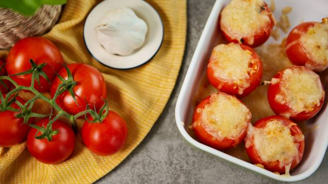 Gefüllte Tomaten auf vegetarische Art
